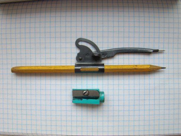 Циркуль школьника (козья ножка) и точилка для карандашей из СССР.