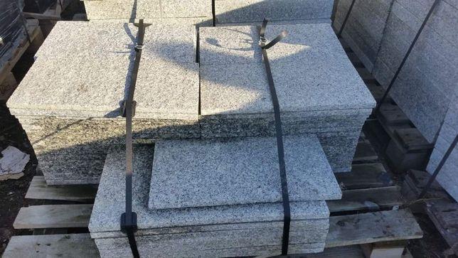 Granit Strzegom - płyty płomieniowane gr. 2 cm (antypoślizgowe)