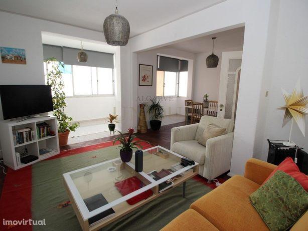 Apartamento T3 em bairro residencial central de Lagos, a ...