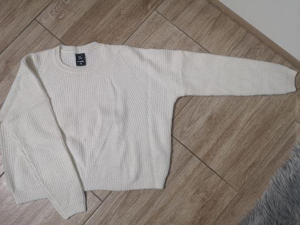Bialy sweterek sweter