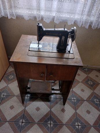 Zabytkowa maszyna do szycia Łucznik kl. 82 z lat 60- tych