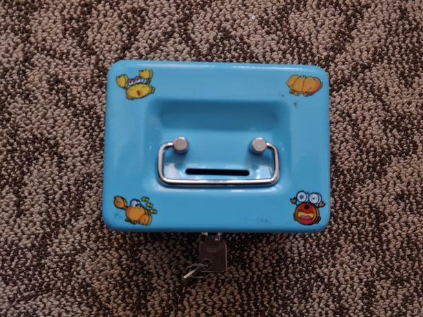 Детская Копилка шкатулка чемоданчик на замке металлическая