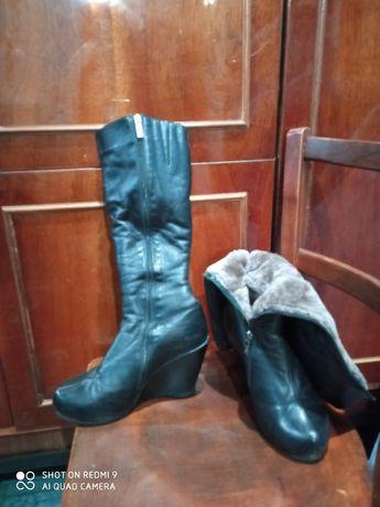 Продам кожаные женские сапоги