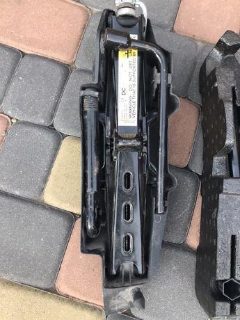 Оригінальний набір домкрат крюк Renault Kangoo 2