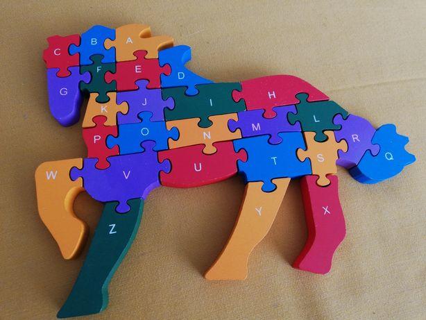 Drewniane puzzle, literki i cyferki