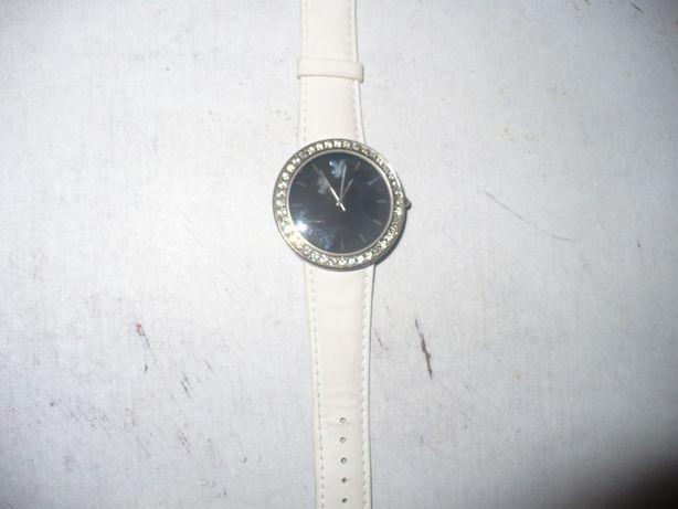 Часы женские.