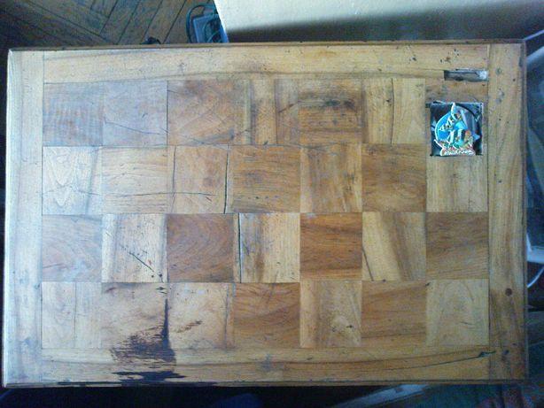 Stolik drewniany Stary, solidna podstawa w szachownicę