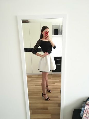 Rozkloszowana sukienka z koronką