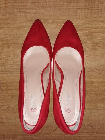 Buty czółenka na słupku czerwone