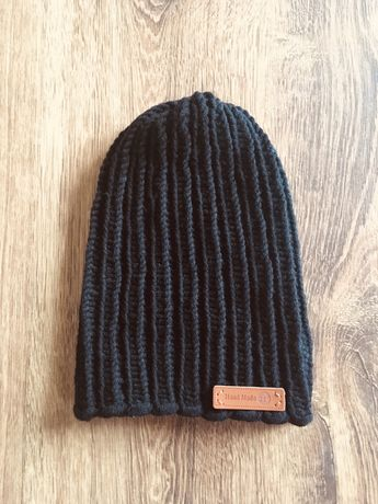 Ciepła czarna czapka robiona ręcznie z mieszanki wełny Merino