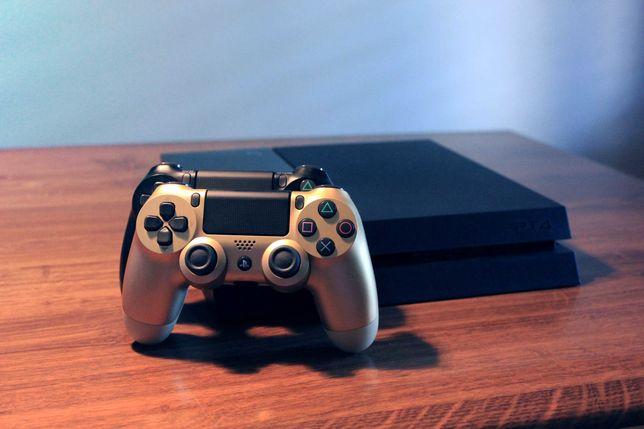 PS4 500 GB + 2 comandos + GTA V