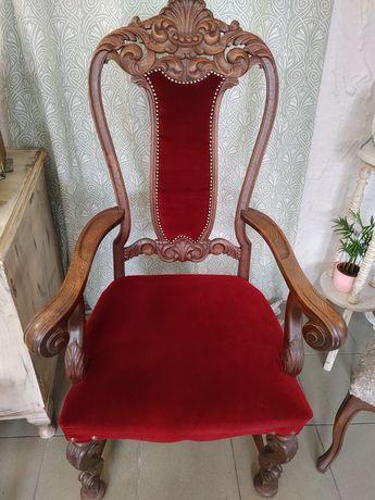 Fotel stary rzezbiony