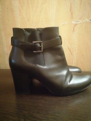Продам ботинки на каблуке