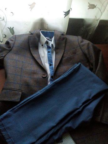 Стильные пиджак, рубашка и штаны