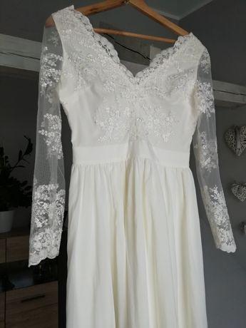 Długa zwiewna sukienka