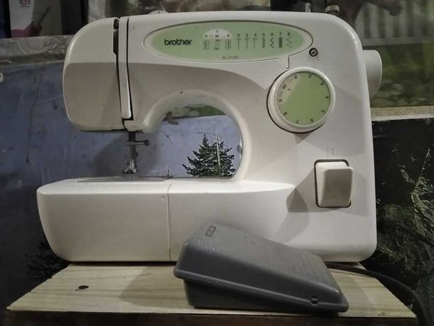 Продам недорого швейную машинку brother