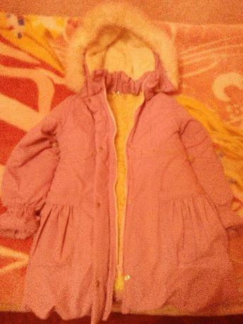 Куртка зимова для дівчинки 7-10 років рожевого кольору.