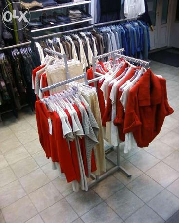 Торговое оборудование б/у (стеллажи, стойки) для магазина одежды/обуви