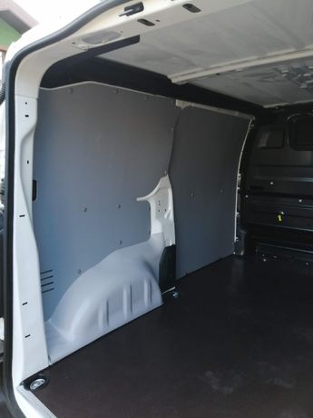 Komfortowa zabudowa Peugeot Expert M z tworzywa PCV