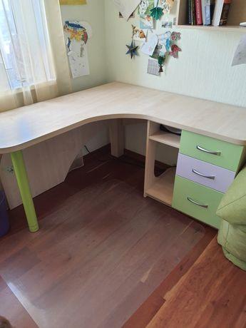 Писменый стол , угловой письменый стол, стол для компьютера