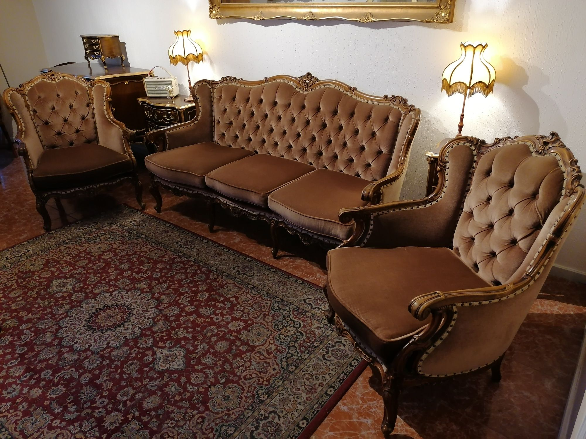 Terno, conjunto Sofás Canapé + Cadeirões Poltrona Luís XV Chesterfield
