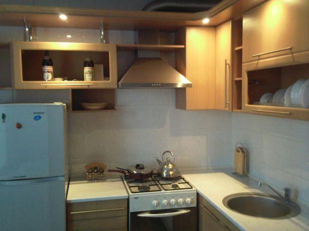 Практически новая кухонная мебель.