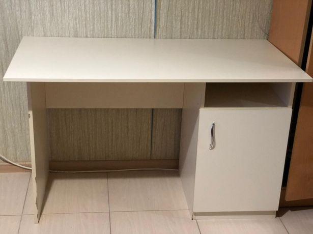 Письменный стол , молочного цвета