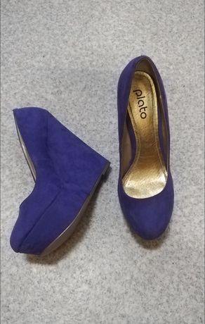 Туфлі Plato фіолетового кольору.
