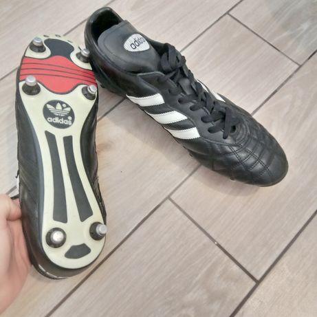 Футбольные кроссовки, бутсы