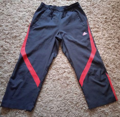 Czarne spodnie sportowe 3/4 na 152 cm wzrostu