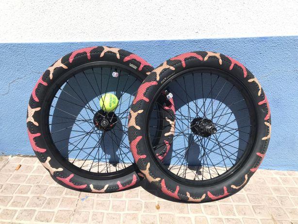 """Vans x Cult Tires 20"""" / Pink camo"""