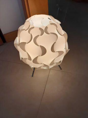Candeeiro branco de mesa Fillsta do IKEA