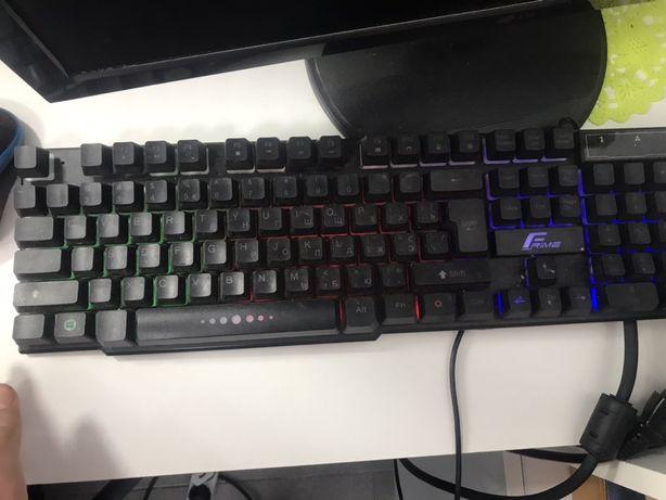Продам клавиатуру с подсветкой