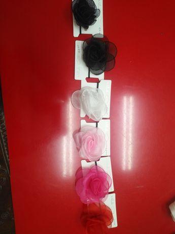 Flores de dois tipos e as cores sãotodas diferentes