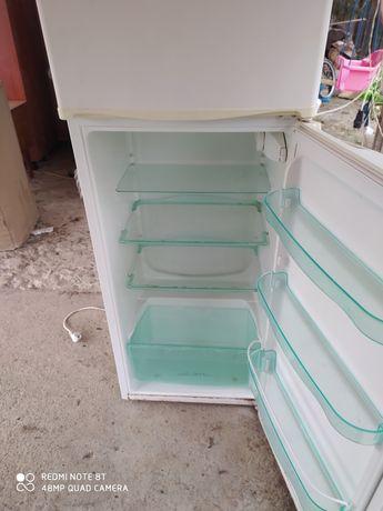 Холодильник Snaige (з морозилкою)
