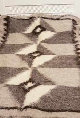 Карпатское одеяло из 100% овечьей шерсти.
