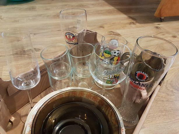 Szklanki, kufle, czajniczek i inne szkło