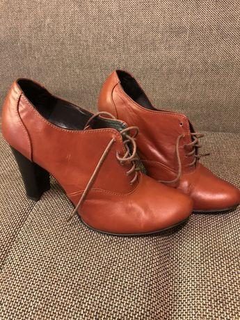 Туфлі шкіряні жіночі