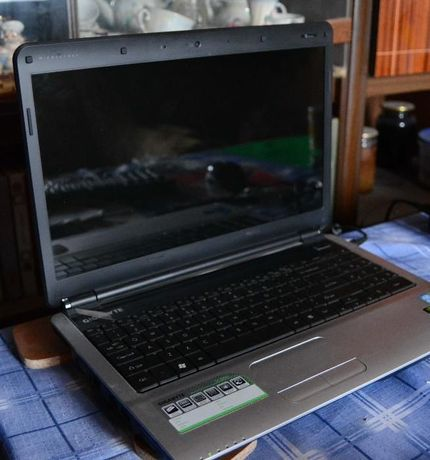 Ноутбуки процесор Core i3 8 Гб ОЗУ NVidia GeForce 1 Гб Gigabyte Q1585