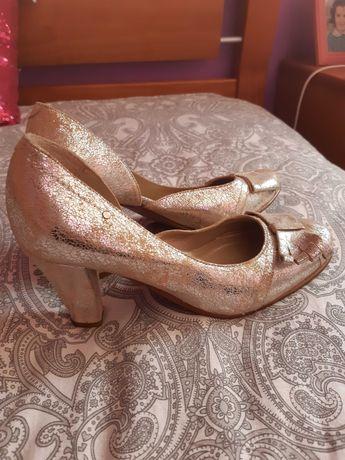 Sapatos de cerimônia de salto