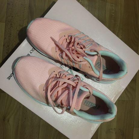 Кросовки женские Nike , размер 38,5 по стельке 24,5 см .