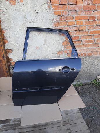 Розборка  Renault Scenic 2 задни ливи двери чорни