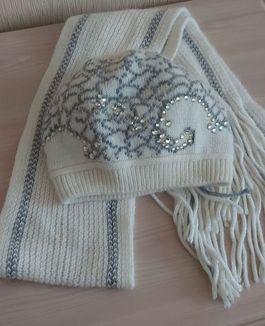 Шапка з шарфом. Жіноча.шерстяна