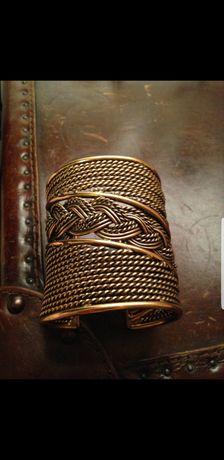 Дорогая бижутерия кольцо ( перстень ) , браслет