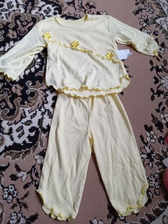 Продам трикотожную пижаму  новую  примерно на 6 -9  месяцев
