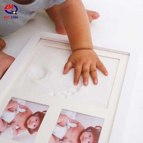 Moldura Fotografias Bebé com Impressão Mãos Pés em Barro