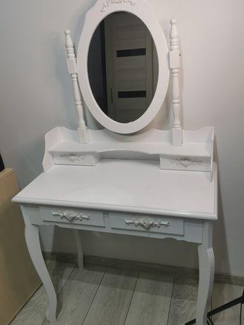 Biała Toaletka z lustrem