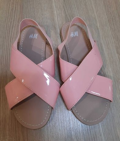 Sandały dla dziewczynki, nowe, rozmiar 30cm. Cena 20zl.