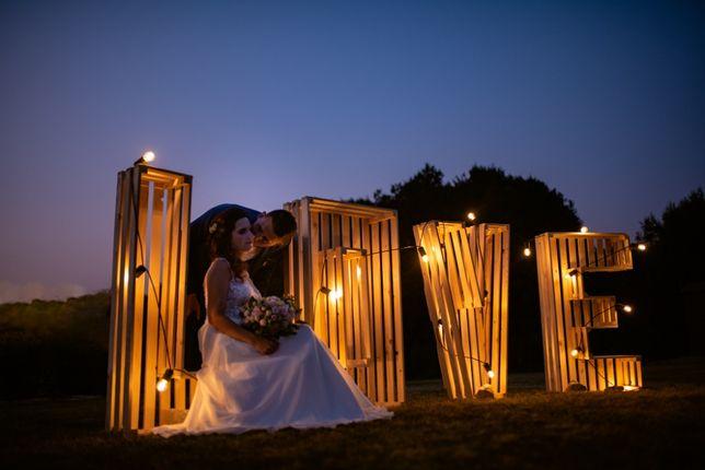 Drewniany napis LOVE podświetlany rustykalny skrzynka
