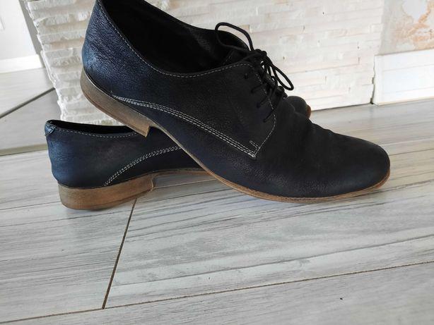 skórzane czarne pantofle Lasocki 43